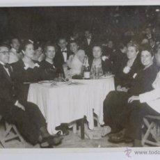 Fotografía antigua: F-1559. FOTOGRAFIA DE UNA FIESTA DE FINAL DE AÑO. BARCELONA. AÑOS CUARENTA.. Lote 53888496