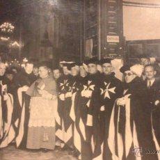 Fotografía antigua: INTERESANTE FOTOGRAFIA DE UN ACTO POSIBLEMENTE CATEDRAL SEVILLA DE LA ORDEN DE MALTA. Lote 54014304