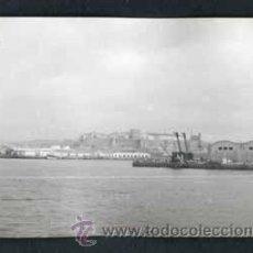 Fotografía antigua: CASTILLO. PUERTO. BARCOS. PRECIOSA VISTA. C. 1965. Lote 54358646