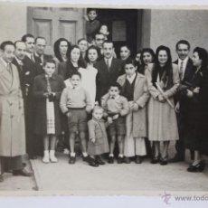 Fotografía antigua: F-1669. FOTOGRAFIA DE GRUPO EN CEREMONIA DE BAUTIZO. AÑOS CUARENTA.. Lote 54371856