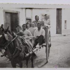 Fotografía antigua: F-1815. PASEO EN CARRETA. AÑOS CUARENTA. . Lote 54969288