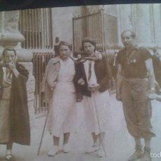 Fotografía antigua: GRUPO EN PEREGRINACION A ZARAGOZA ANDANDO EN .EL AÑO 1939, POSIBLE RELACION MILITAR DEL ACTO. Lote 57416746