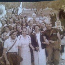 Fotografía antigua: GRUPO EN PEREGRINACION A ZARAGOZA ANDANDO EN .EL AÑO 1939, POSIBLE RELACION MILITAR DEL ACTO. Lote 57416768