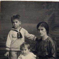 Fotografía antigua: FOTO NIEPCE BARCELONA RETRATO FAMILIA TARJETA POSTAL CON REVERSO. Lote 58123968