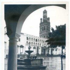 Fotografía antigua: LLERENA, BADAJOZ, PLAZA FOTO ORIGINAL VINTAGE DEL SERVICIO OFICIAL DEL MINISTERIO DE I. Y T. AÑOS 60. Lote 58250482