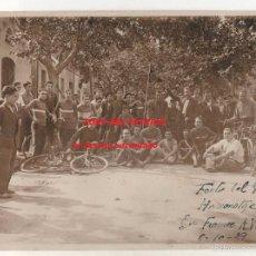 Fotografía antigua: CERDANYOLA. FONT DEL PATRICÓ. ANTIGA FOTO 23 X 17 CTMS. GRUP CICLISTA. ORIGINAL. ANY 1929. Lote 58464681