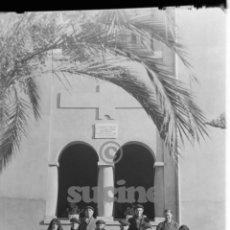 Fotografía antigua: MAGNIFICA PLACA ORIGINAL GRUPO DE ANCIANOS EN EL ANTIGUO ASILO DE LAS HERMANITAS DE CASTELLON. Lote 58686514