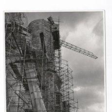 Fotografía antigua: LA SAGRADA FAMILIA EN CONSTRUCCIÓN, BARCELONA 1967. 12,5X18 CM.. Lote 60343479