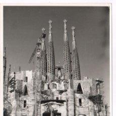 Fotografía antigua: LA SAGRADA FAMILIA, AÑO 1966. FOTOGRAFÍA 18X24 CM.. Lote 60363947