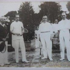 Fotografía antigua: SANTANDER. EL REY ALFONSO XIII DESPUÉS DE JUGAR UN PARTIDO DE TENIS 1926. Lote 61174663