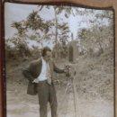 Fotografía antigua: AÑO 1952, ESPECIALISTA EN TRANSMISIONES MIDIENDO ESTACIONES RADIO AL SUR RIO PIEDRA, ZARAGOZA, VER. Lote 63412648