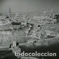 Fotografía antigua: TOLEDO. VISTA DE LA CIUDAD. PRECIOSA IMAGEN. 17 NOVIEMBRE 1955. Lote 64189399