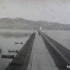 Fotografía antigua: FOTOGRAFIA IBIZA (BALEARES) VISTA PARCIAL DEL PASEO MARITIMO CORONACION DIQUE DE ABRIGO Y BANQUETA. Lote 66914378