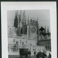 Fotografía antigua: CATEDRAL DE BURGOS. CARRO DE CABALLOS, COCHE Y BICICLETA. AÑOS 50. Lote 67177789