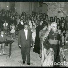 Fotografía antigua: TARANCÓN, OBISPO DE SOLSONA. CONFIRMACIÓN EN LA IGLESIA PARROQUIAL DE TÁRREGA. 4 SEPTIEMBRE 1962. Lote 67792249