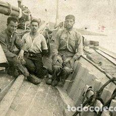 Fotografía antigua: GUERRA DE MARRUECOS. SOLDADOS ESPAÑOLES A BORDO DE UNA EMBARCACIÓN. COSTA DE ÁFRICA. C. 1915. Lote 68029785