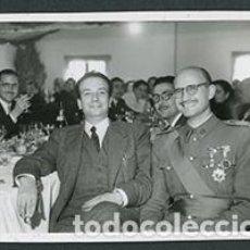 Fotografía antigua: TÁRREGA. LÉRIDA. EVENTO FRANQUISTA. COMILONA DE CIVILES Y MILITARES. C. 1960. Lote 68054437