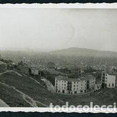 Fotografía antigua: BARCELONA. VISTA DE BARCELONA Y MONTJUÏC. AÑOS 60. Lote 68630305