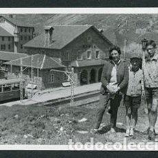 Fotografía antigua: NÚRIA. FAMILIA. SANTUARIO. 1963. Lote 69365309