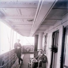 Fotografía antigua: TURISTAS DE CLASE ALTA EN UN BARCO DE PASAJEROS. C. 1915. Lote 69397353