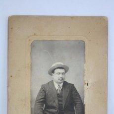 Photographie ancienne: FOTOGRAFÍA SOBRE CARTÓN - RETRATO DE HOMBRE - FOTÓGRAFO F. GARAY, VALLADOLID - AÑOS 10-20. Lote 70016493