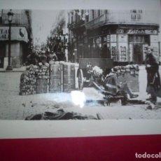 Fotografía antigua: FOTO ORIGINAL BARCELONA REVOLUCION 1934 MILITARES GENERALITAT BARRICADA 23X18CM CATALUÑA. Lote 73831091