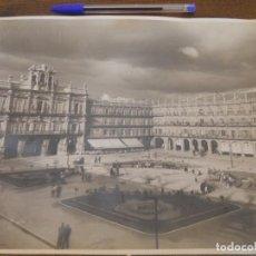 Fotografía antigua: PLAZA MAYOR DE SALAMANCA. FOTOGRAFÍA ANTIGUA, 24 X30 CM. ARCHIVO GARCÍA GARRABELLA.. Lote 75121579