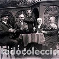 Fotografía antigua: GRUPO DE SEÑORES Y SEÑORAS DE EDAD MADURA JUGANDO A LAS CARTAS ALEGREMENTE. C. 1910. Lote 75688763