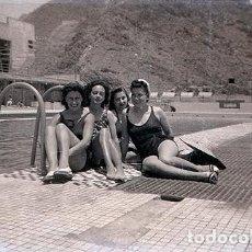 Fotografía antigua: CANARIAS. CUATRO MUCHACHAS EN UNA PISCINA DEL REAL CLUB NAÚTICO DE SANTA CRUZ DE TENERIFE. AÑO 1942. Lote 75843703