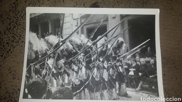 Fotografía antigua: ALCOY. MOROS Y CRISTIANOS. LA ENTRADA. AÑOS 60. 6 FOTOS - Foto 4 - 78252658