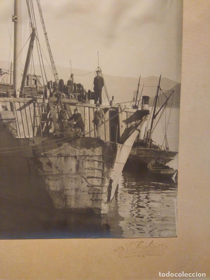 FOTOGRAFÍA ANTIGUA BARCO CA 1920. 22X30 CM. BUQUE CON UNA COLISIÓN EN PROA. SARABIA VIGO. (Fotografía Antigua - Gelatinobromuro)