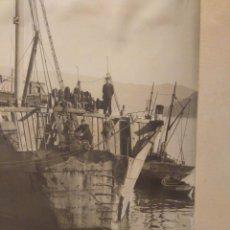 Fotografía antigua: FOTOGRAFÍA ANTIGUA BARCO CA 1920. 22X30 CM. BUQUE CON UNA COLISIÓN EN PROA. SARABIA VIGO.. Lote 63699039