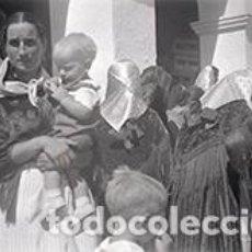 Fotografía antigua: IBIZA. EIVISSA. IBICENCAS CON PAÑUELOS DE SEDA Y PRECIOSOS MANTONES. C. 1950. Lote 81277316