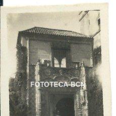 Fotografía antigua: FOTO ORIGINAL JARDINES DEL ALCAZAR PUERTA DE MARCHENA SEVILLA AÑO 1921 - 6X4 CM. Lote 82046548