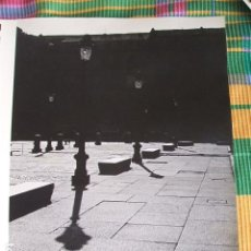 Fotografía antigua: MADRID PLAZA MAYOR FOTOGRAFIA POR VIAJERO AMERICANO AÑOS 50 23 X 30 CMTS. Lote 87646280
