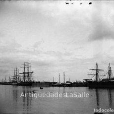 Fotografía antigua: BARCOS EN EL PUERTO. HACIA 1900. CRISTAL NEGATIVO 9X12 CM.. Lote 91850360