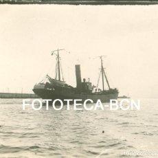 Fotografía antigua: FOTO ORIGINAL PUERTO DE BARCELONA BARCO VAPOR PESQUERO CIERTO AÑOS 20. Lote 94365762