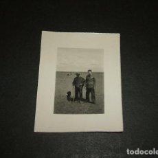 Fotografía antigua: LEON GUERRA CIVIL SOLDADO CON PASTOR FOTOGRAFIA POR SOLDADO ALEMAN LEGION CONDOR KARL DIETZ. Lote 97720619
