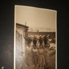 Fotografía antigua: CACERES AÑOS 20 FOTOGRAFIA MUJERES CON CANTAROS 11 X 18 CMTS . Lote 97733935
