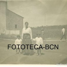 Fotografía antigua: FOTO ORIGINAL TENIS PIONEROS DEL DEPORTE TENNIS LAWN ESPAÑA PRINCIPIOS SIGLO XX - 10,5X8 CM. Lote 98960691