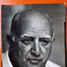 Fotografía antigua: FOTOGRAFÍA DEL DR. LEAL CASTAÑO. 30X22. GORAN PIHL. Lote 101999543