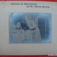 Fotografía antigua: ZARAGOZA. GABINETE DE OPERACIONES DEL DR. GARCÍA ABRINES. OPERACIÓN, OTORRINO.. Lote 103417619