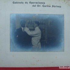 Fotografía antigua: ZARAGOZA. GABINETE DE OPERACIONES DEL DR. GARCÍA ABRINES. OPERACIÓN, OTORRINO.. Lote 103417791