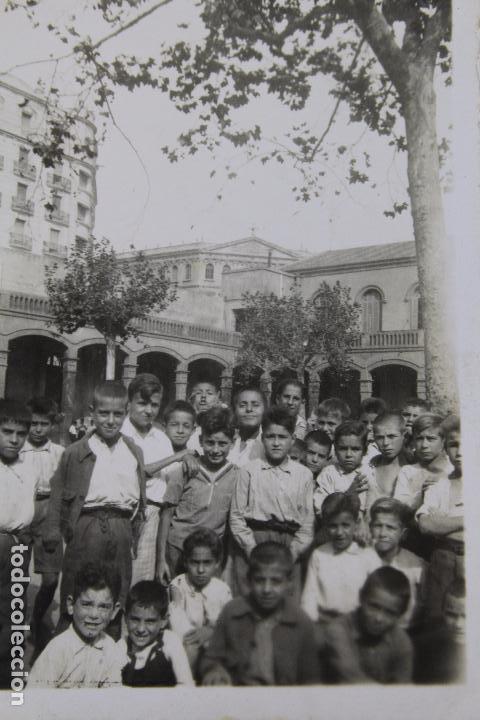 F-3376. FOTOGRAFIA DE GRUPO EN COLEGIO DE BARCELONA. AÑOS CUARENTA. (Fotografía Antigua - Gelatinobromuro)