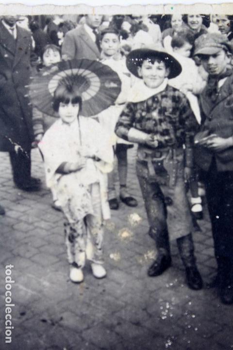 F-3389. FIESTA DE CARNAVAL EN LAS CALLES DE BARCELONA. FEBRERO DE 1934. (Fotografía Antigua - Gelatinobromuro)