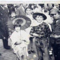 Fotografía antigua: F-3389. FIESTA DE CARNAVAL EN LAS CALLES DE BARCELONA. FEBRERO DE 1934.. Lote 103782015
