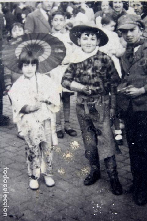 Fotografía antigua: F-3389. FIESTA DE CARNAVAL EN LAS CALLES DE BARCELONA. FEBRERO DE 1934. - Foto 2 - 103782015