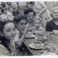 Fotografía antigua: F-3398. FIESTA POPULAR INFANTIL. BARCELONA AÑOS CUARENTA.. Lote 103786463