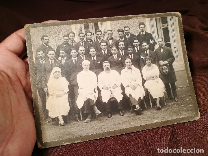 GRUPO DE MÉDICOS Y ESTUDIANTES MEDICINA SIGLO XIX. SIN AUTORÍA-HOSPITAL (Fotografía Antigua - Gelatinobromuro)