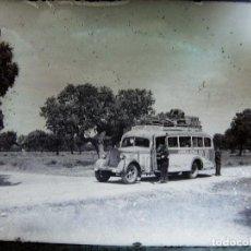 Fotografia antiga: CRISTAL EN NEGATIVO CON FOTOGRAFIA DE UN AUTOBUS DE LINEA DE SALAMANCA. EMPRESA ANIBAL MANZANO. Lote 106141051